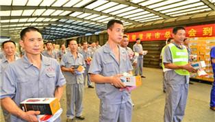 漯河市总工会夏送清凉慰问双汇一线员工
