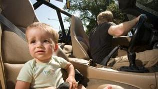 国庆小长假带娃出去玩儿 宝宝晕车要防范