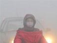 郑州持续雾霾天气 市民出行要当心