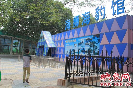 因为是周一,郑州市动物园海洋馆的游客并不多.