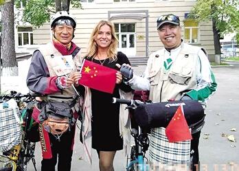 郑州9位老人俄罗斯骑游25天 住家庭旅馆自己做饭