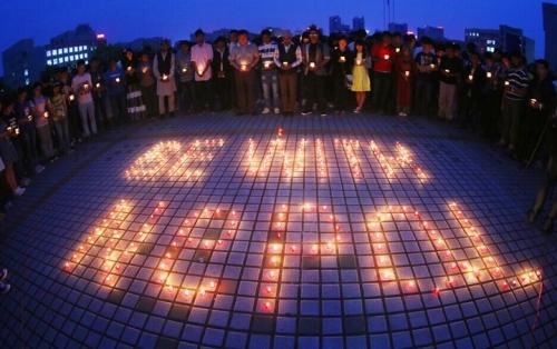 世界各地民众为尼泊尔地震遇难者祈祷