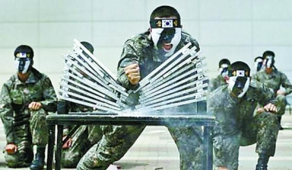 韩国特种部队魔鬼训练练死士兵图片