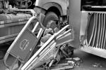 罐车碾碎三轮司机逃生