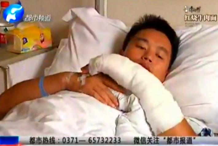 """河南小伙抓贼被捅数刀 被确认""""见义勇为"""""""