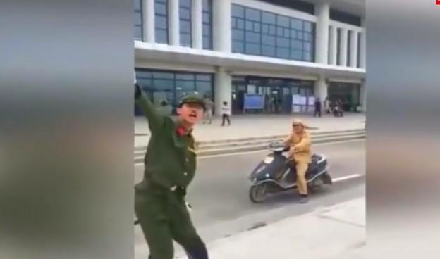 两男装鬼子 行政拘留10日