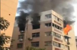 家中天然气爆燃 多人被烧伤
