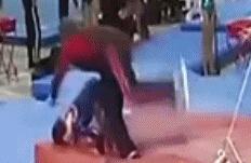 教练好身手:体操小将高低杠坠落 教练神勇飞扑救人