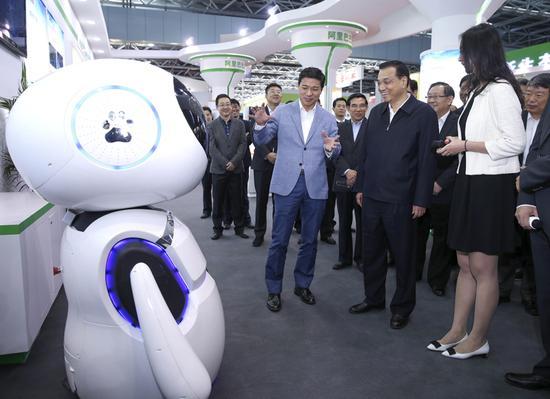 李克强与智能机器人聊了啥