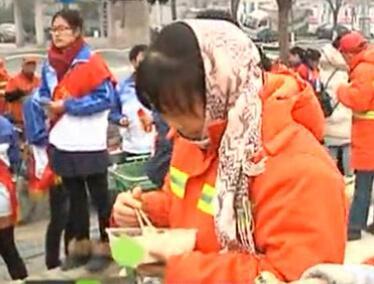 饺子爱心做 寒冬很温暖