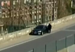 驾驶员停有恐高症 高架桥上求拖车