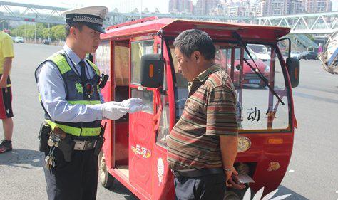 春运将至 郑州警方严查无证三轮车