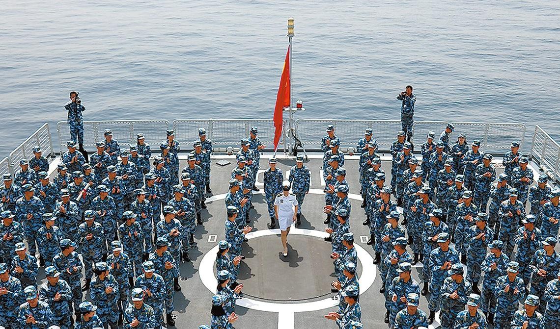 新闻特写:亚丁湾 迟到的海上婚礼