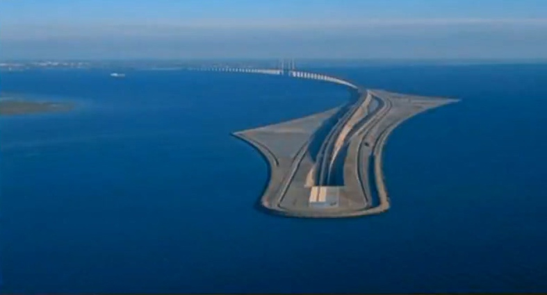 """世界上最""""怪""""的桥"""