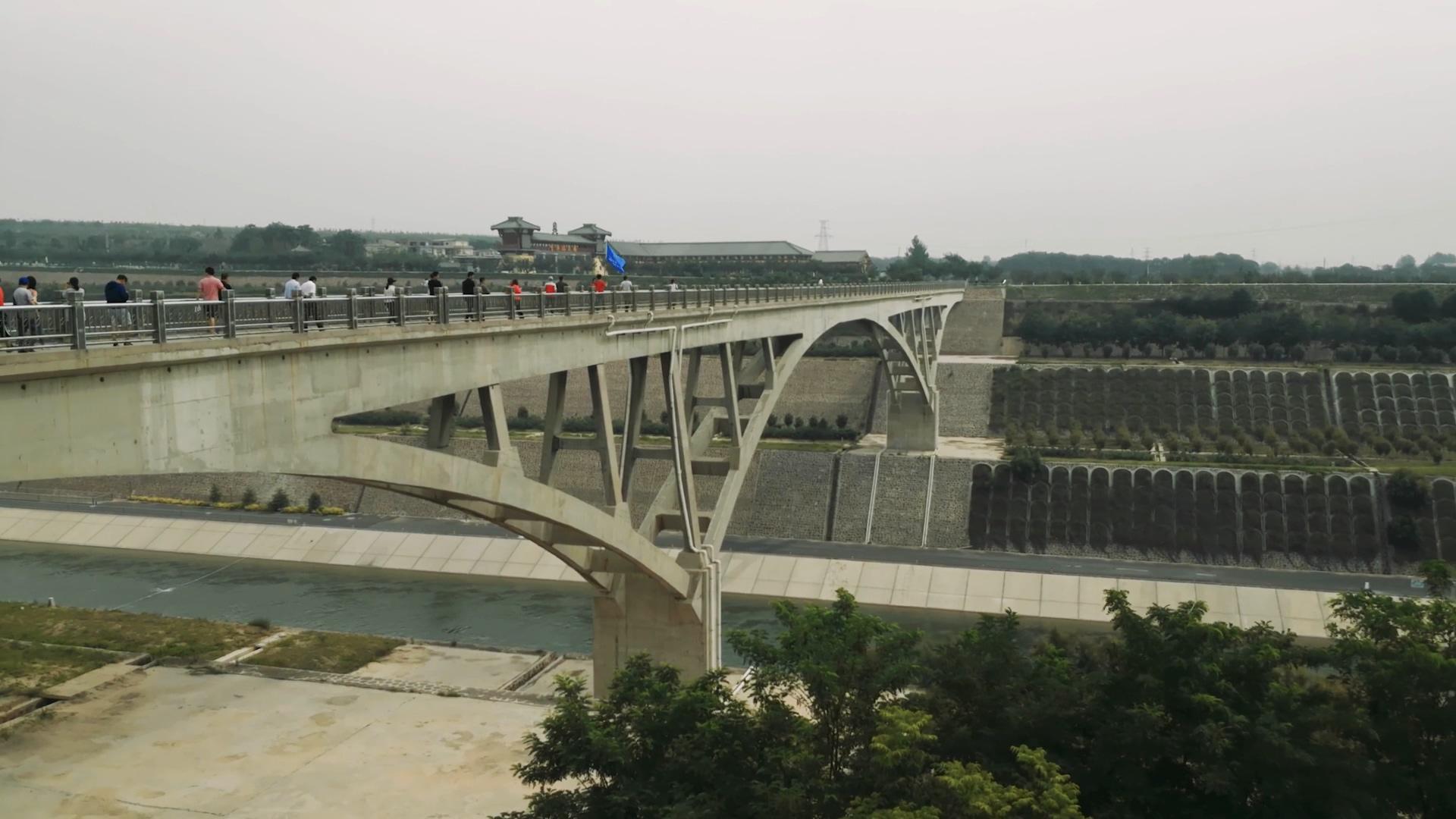 万里黄河第一隧 助大江与大河相汇