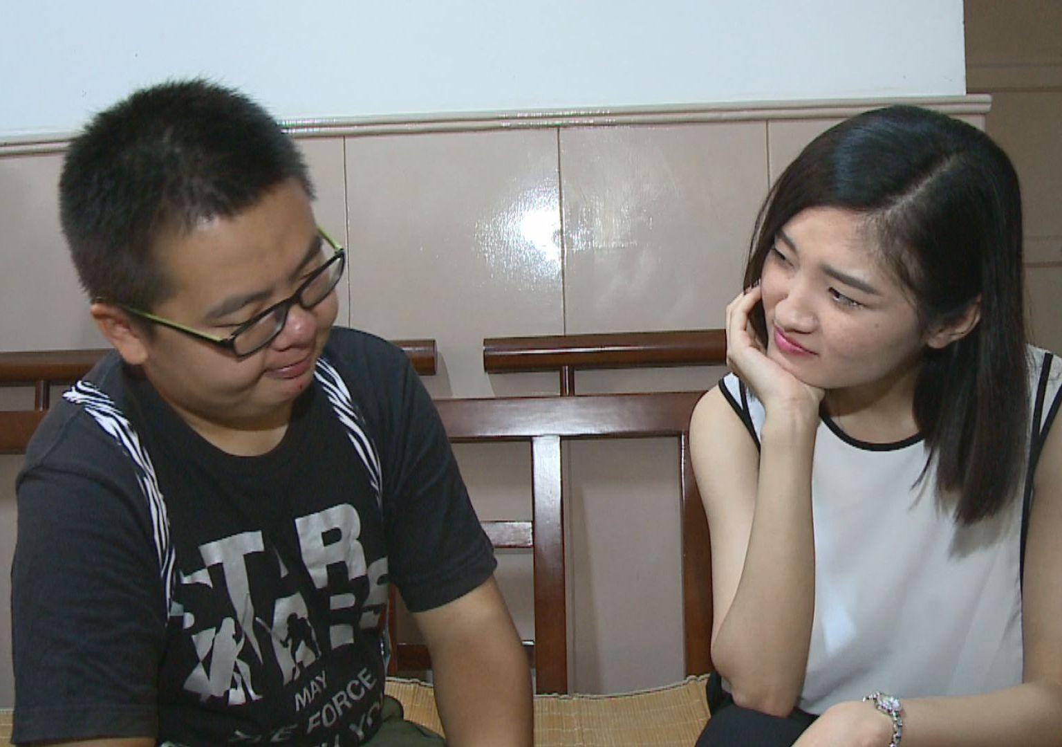 《背带2萌》第6集 2萌遇碰瓷 娇妻秒变生理医生