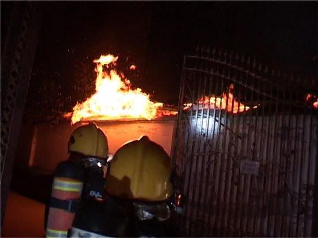 郑州曼哈顿一市场起大火 内藏液化罐